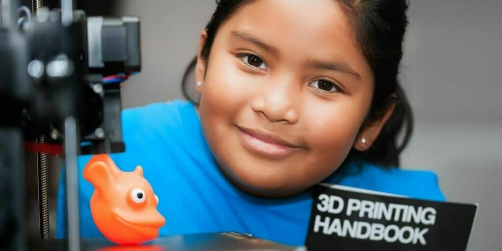 kid learning to 3d print